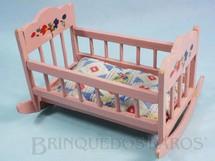 1. Brinquedos antigos - Moreno - Berço de Balanço para bonecas de 8,00 cm de altura  Década de 1960