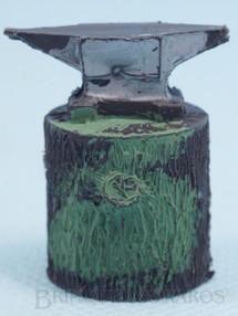 1. Brinquedos antigos - Casablanca e Gulliver - Bigorna com 3,5 cm de altura Série Fazenda Chaparral Década de 1970
