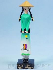 1. Brinquedos antigos - Sem identificação - Boneca com 14,00 cm de altura Fabricação atual