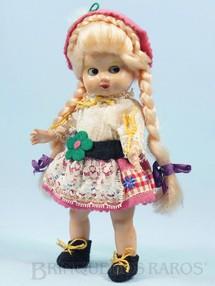 1. Brinquedos antigos - Sem identificação - Boneca com 22,00 cm de altura Traje típico suíço Cabeça e corpo de plástico rígido Olhos de dormir Década de 1960