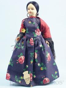 1. Brinquedos antigos - Eros - Boneca com 24,00 cm de altura Traje típico da cidade de Veneza Itália rosto de massa e corpo de plástico Olhos pintados Década de 1960