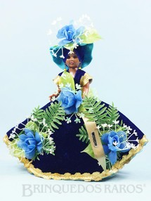 1. Brinquedos antigos - Sem identificação - Boneca com 28,00 cm de altura Traje típico da Ilha de Nassau Cabeça e corpo de plástico rígido Olhos de dormir Década de 1970
