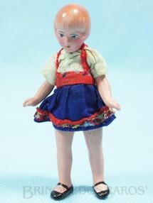 1. Brinquedos antigos - Sem identificação - Boneca com 8,00 cm de altura Roupa de tecido Década de 1930