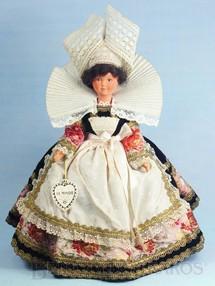 Brinquedos Antigos - Le Minor - Boneca Mäie com 35,00 cm Traje típico da região de Pont Aven na Bretanha França Roupa com rendas e brocados Década de 1960