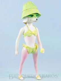 1. Brinquedos antigos - Hasbro - Boneca Peteena com 23,00 cm de altura vestindo o Conjunto de praia Surf`s Up com 6 itens Ano 1966. Para maiores informações sobre essa Boneca veja Coleções.