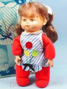1. Brinquedos antigos - Estrela - Boneca Pituquinha com 30 cm de altura Cabeça de vinil Cabelos de nylon Olhos pintados Corpo de tecido recheado de bolinhas plásticas Ano 1976