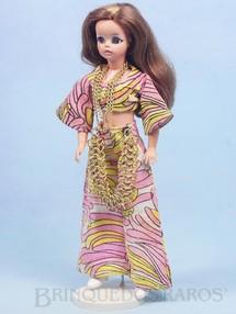 Brinquedos Antigos - Estrela - Boneca Susi cabelo castanho com mecha Série Susi faz Pose Cintura móvel 100% original Perfeito estado Completa com suporte Ano 1970
