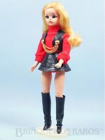 1. Brinquedos antigos - Estrela - Boneca Susi Série Susi faz Pose Cintura móvel Toda original Perfeito estado Completa com suporte Ano 1970