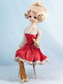 1. Brinquedos antigos - Sem identificação - Boneca tipo Pose Doll sentada em Cadeira pés de palito 40,00 cm de altura Rosto de Tecido Caixa com a Música Pour Elise de Beethoven Década de 1960