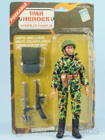 1. Brinquedos antigos - Sem identificação - Boneco U.S. Marauder Com 18,00 cm de altura Completo com 10 itens Roupa de tecido Blister aberto Década de 1980