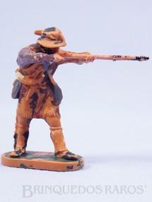 1. Brinquedos antigos - Casablanca e Gulliver - Caçador de pé atirando com rifle Série Planície Selvagem Década de 1970
