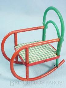1. Brinquedos antigos - Moreno - Cadeira de Balanço para bonecas de 8,00 cm de altura Coleção Carlos Augusto Década de 1960