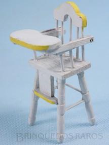 1. Brinquedos antigos - Sem identificação - Cadeirão de Bebê para bonecas de 8,00 cm de altura Década de 1950