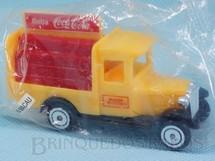 Brinquedos Antigos - Sem identifica��o - Caminh�o antigo de Entrega Brinde Coca Cola com 8,00 cm de comprimento Embalagem lacrada D�cada de 1990