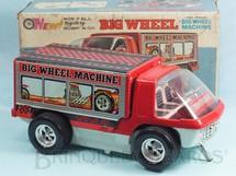 1. Brinquedos antigos - Taiyo - Caminhonete Big Wheel Machine com desenho de um Dragster na carroceria 26,00 cm de comprimento Sistema Não Cai da Mesa Década de 1970