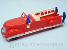 1. Brinquedos antigos - Mirim - Caminhão com escada e três bonecos 16,00 cm de comprimento Década de 1950