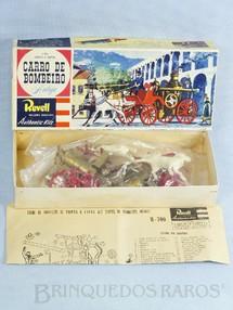 1. Brinquedos antigos - Revell - Carro de Bombeiro Bomba a Vapor Caixa dura retratando os Arcos da Lapa no Rio de Janeiro Década de 1960