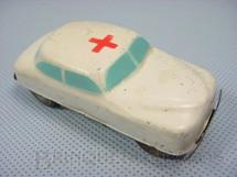 1. Brinquedos antigos - Sem identificação - Carro Sedan Ambulância com 8,00 cm de comprimento Década de 1950