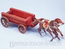 1. Brinquedos antigos - Casablanca e Gulliver - Carroça Casablanca Aberta com dois Cavalos numerados 4 Rodas numeradas 174 e 175 e Travessão numerado 176 Primeiro Conjunto Caravana Ano 1965