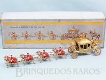1. Brinquedos antigos - John Hill - Carruagem da Coroação da Rainha Elizabeth II com 32,00 cm de comprimento Ano 1957