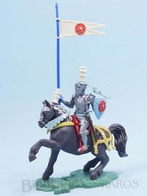 Brinquedos Antigos - Britains - Cavaleiro Medieval a cavalo com Estandarte e Escudo Série Swoppet Knights completo Perfeito estado Década de 1960