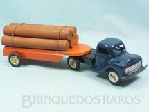 1. Brinquedos antigos - Metalma - Cavalo Mecânico e Carreta prancha com toras de madeira 33,00 cm de comprimento Década de 1960