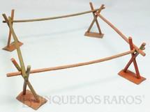 1. Brinquedos antigos - Casablanca e Gulliver - Cercado para amarrar Cavalos completo com 8 peças Série Acampamento Apache