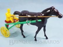 1. Brinquedos antigos - Balila - Charrete de Corrida Sulky com 25,00 cm de comprimento Cavalo movimenta as pernas para andar Década de 1960