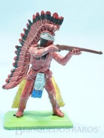 1. Brinquedos antigos - Britains - Chefe índio de pé atirando com rifle Série Deetail Década de 1970