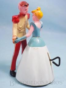 1. Brinquedos antigos - Mirim - Cinderela dançando com o Príncipe 13,00 cm de altura Década de 1960