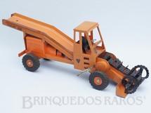 1. Brinquedos antigos - Lint Toys - Colheitadeira Adans Traveloader com 80 cm de comprimento Década de 1950