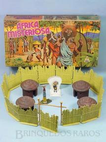 1. Brinquedos antigos - Casablanca e Gulliver - Conjunto Africa Misteriosa versão com Paliçada verde claro com encaixes perfeitos Quatro cabanas Trono com Rei e Totem  100% original Perfeito estado Ano 1978