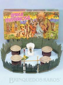 1. Brinquedos antigos - Casablanca e Gulliver - Conjunto Africa Misteriosa versão com Paliçada verde escuro com encaixes perfeitos Quatro cabanas Trono com Rei e Totem 100% original Perfeito estado Ano 1978