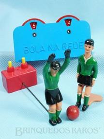 1. Brinquedos antigos - Estrela - Conjunto Bola na Rede com Placar Goleiro e Jogador que chuta a bola ao apertar sua cabeça Década de 1960