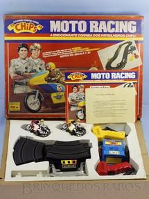 Brinquedos Antigos - Glasslite - Conjunto Chips Moto Racing A Emocionante Corrida dos Patrulheiros com pista oval e duas Motocicletas Completo Perfeito estado Década de 1970
