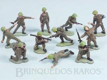 Brinquedos Antigos - Britains - Conjunto com 11 Soldados ingleses em diversas poses diferentes D�cada de 1970