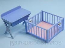 1. Brinquedos antigos - Renwal - Conjunto com 2 peças de móveis de Quarto de Bebê de Casa de Bonecas Década de 1950