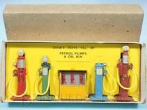 1. Brinquedos antigos - Dinky Toys - Conjunto com 4 Bombas de Gasolina e Bomba com óleo Lubrificante Petrol Pumps + Oil Bin 100% original Perfeito estado Ano 1935