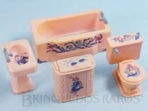 1. Brinquedos antigos - Renwal - Conjunto com 4 peças de móveis de Banheiro de Casa de Bonecas Década de 1950