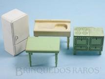 1. Brinquedos antigos - Sem identificação - Conjunto com 4 peças de móveis de Cozinha de Casa de Bonecas Década de 1950