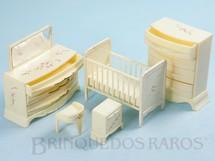 1. Brinquedos antigos - Plasco Toy - Conjunto com 5 peças de móveis de Quarto de Bebê de Casa de Bonecas Década de 1950