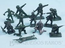 1. Brinquedos antigos - Sem identificação - Conjunto completo com 12 Soldados em posições diversas Brinde Toddy Década de 1960 Para maiores informações sobre esse Conjunto veja Coleções