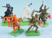 1. Brinquedos antigos - Casablanca e Gulliver - Conjunto completo com Rei Athur e mais 4 Guerreiros Medievais Cópia Britains Série Rei Arthur Década de 1970