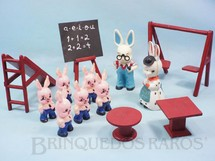 1. Brinquedos antigos - Balila - Conjunto Completo Escolinha do Professor Coelho com Professor Professora 6 Alunos e 5 Equipamentos escolares Coleção Carlos Augusto Década de 1960
