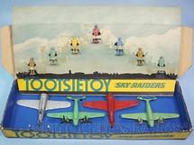 1. Brinquedos antigos - Tootsietoy - Conjunto Completo Sky Raiders com 4 aviões e 7 Pilotos Década de 1940