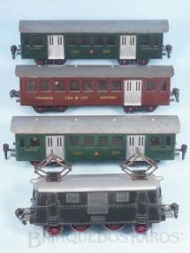 Brinquedos Antigos - Resal - Conjunto de Locomotiva elétrica e 3 Carros de passageiros Década de 1950