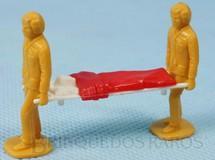 Brinquedos Antigos - Matchbox - Conjunto de Maca e dois Enfermeiros para a Ambulância M49 Ambulance Super King