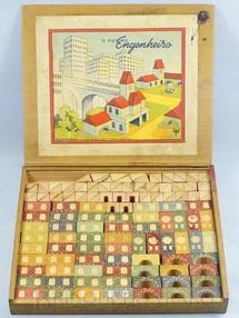 1. Brinquedos antigos - Guilherme Seiler - Conjunto de Montar O Futuro Engenheiro Caixa com 175 peças Impressão em alto relevo Década de 1960