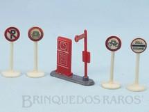 Brinquedos Antigos - Siku - Conjunto de Parada de Ônibus e quatro Placas de sinalização de Transito Década de 1950