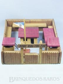1. Brinquedos antigos - Trol - Conjunto Fort Rin Tin Tin base 38,00 x 35,00 cm Completo bom estado 100% original Década de 1970